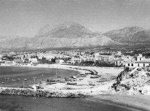 Playa de poniente en Benidorm en 1950, según el folleto del hotel Tanit