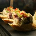 Pintxo de pulpo con alcachofa, turismo gastronómico